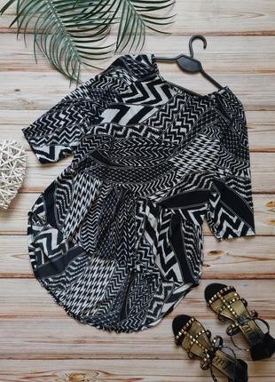 Летняя блуза свободного кроя с баской шлейфом