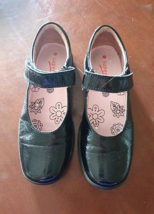 Школьные туфли. лак. кожа. 31 размер