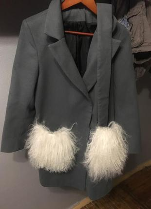 Пальто с меховыми карманами мех лама