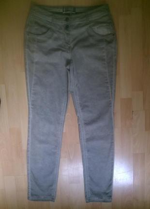 Фирменные легкие джинсы