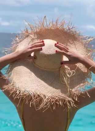 Соломенная шляпа с широкими полями1 фото