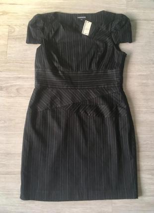 Оригинальное деловое платье в тонкую полоску