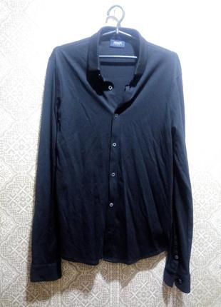 Черная трикотажная рубашка