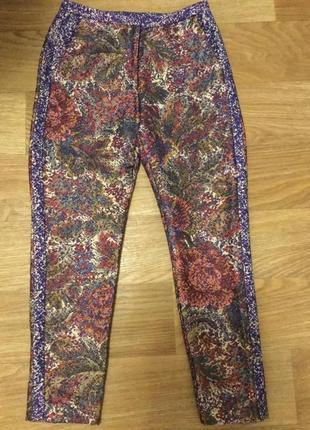 Супер шикарные брюки в цветах гобелен с люрексом , лампасы, на худышку