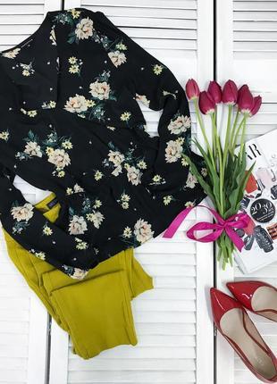 Чорна шифонова блуза в квіти