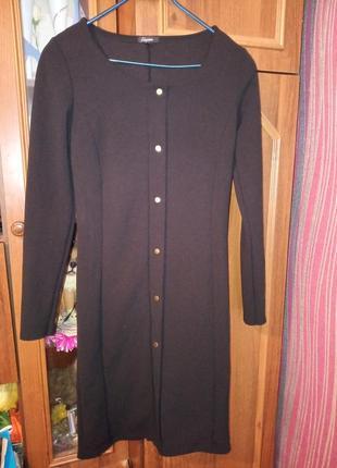 Сукня чорна,не довга.