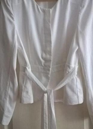 H & m белый пиджак с поясом