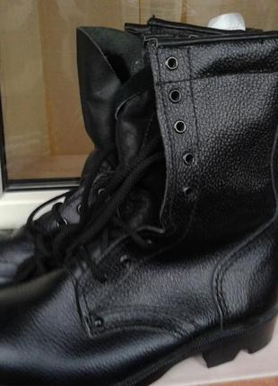Ботинки высокие   кожаные с  натуральным  мехом.