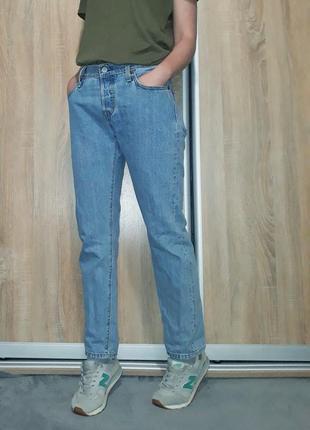 Винтажные голубые джинсы-бойфренд mom на средней посадке ровного кроя levis