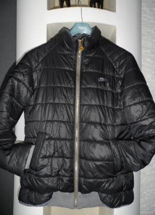 Nike ,отличная утепленная деми куртка р.м,в идеале