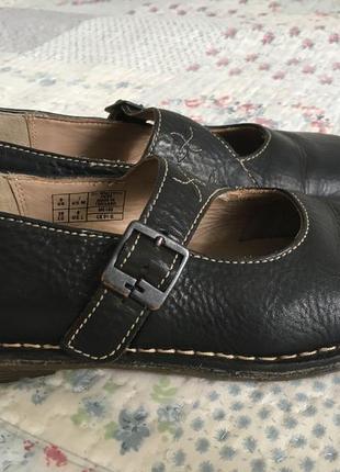 Кожанные туфли-мартенсы.
