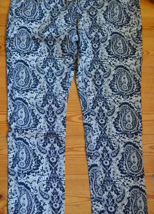 Классные штанишки, узкие, средней посадки