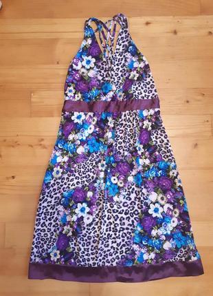 Платье с эффектной спинкой