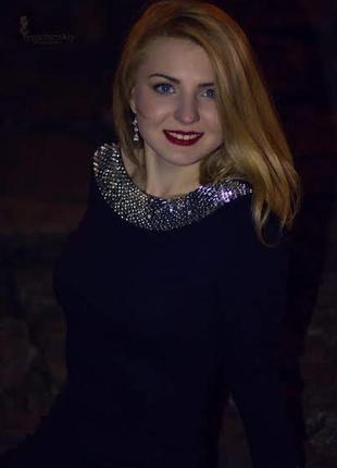 Шикарное платье с камнями