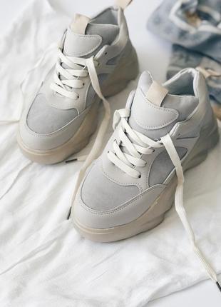 Женские бежевые кроссовки на платформе