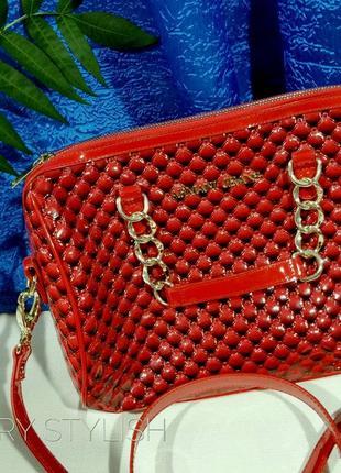 Красная сумка armani тренд этого года ручки цепи