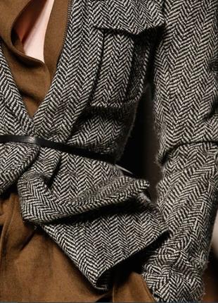 Серый блейзер в елочку от английского бренда far hills.  размер s.