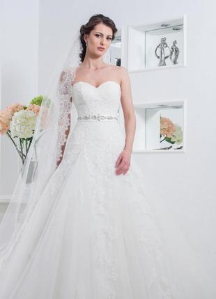 Свадебное платье .размер регулируется. ,без пояска