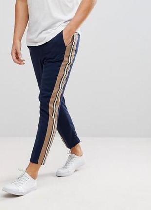 Мужские брюки штанины чинос укороченные с лампасами asos