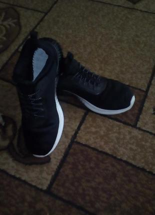 Летние спортивные кроссовки