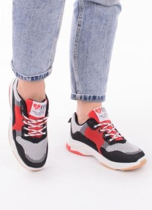 Стильные кроссовки на толстой подошве на платформе