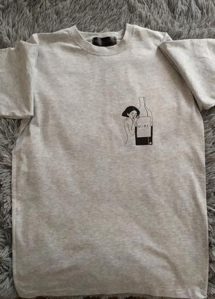 Сіра футболка з принтом