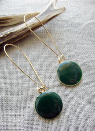 Модные серьги с темно зеленой эмалью сережки цвет золото