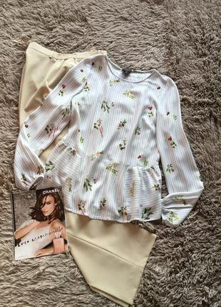 Красивая нежная блуза свободного кроя в цветочный принт