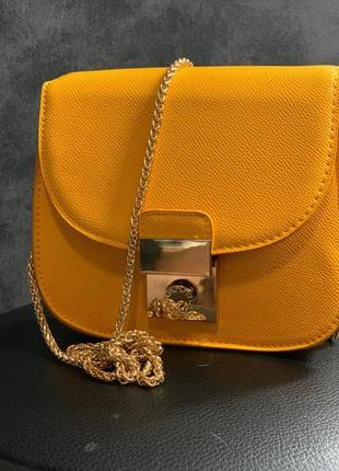 Новенькая желтая сумочка