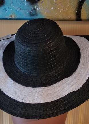Летняя шляпа с широкими полями черная с белым