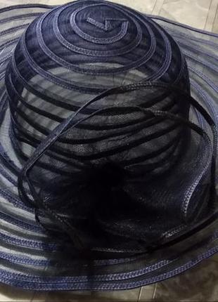 Крутая черная шляпа с широкими полями