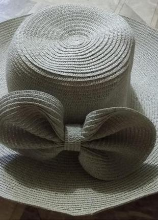 Серая шляпа с широкими полями с бантом