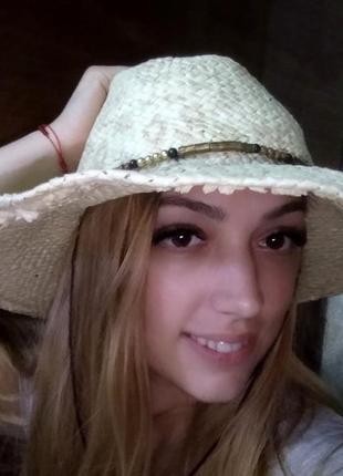 Соломенная летняя шляпа