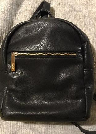 Рюкзак из экокожи с золотой фурнитурой