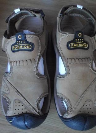 Новые нат. кожаные сандалии , на ногу 25-26 см.