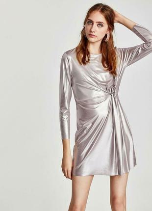Нарядное серебристое платье с длинным рукавом