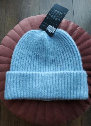 Новая шапка нежного небесного цвета