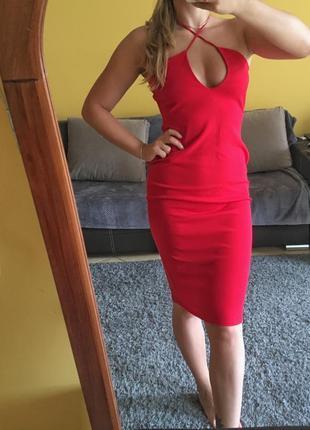 Червоне міді плаття