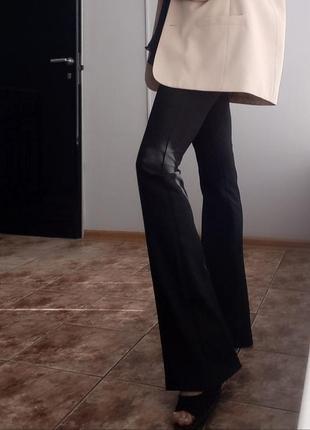 Черные брюки клеш с высокой посадкой