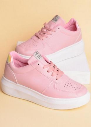 Розовые пудровые кроссовки на платформе на толстой подошве на толстой подошве стильные