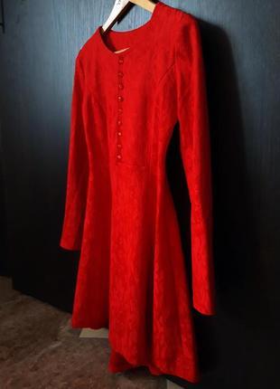Елегантное красное платье