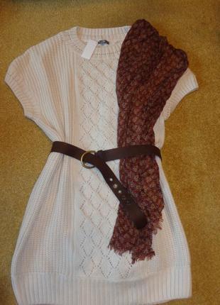 Платье-жилет gap выполнено из пряжи цвета экрю