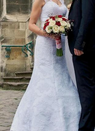 Весільна білосніжна сукня фасон рибка