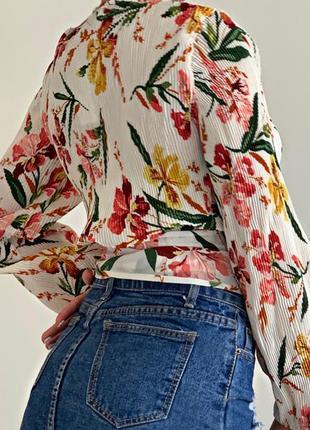 Блуза с цветочным принтом на запах2 фото