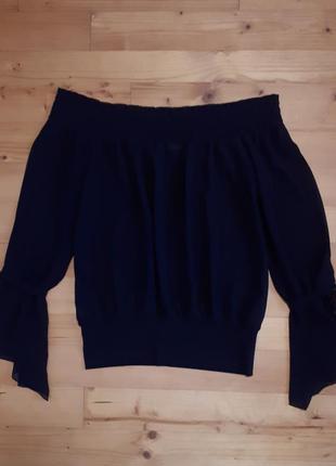 Блуза из шифона с открытыми плечами.