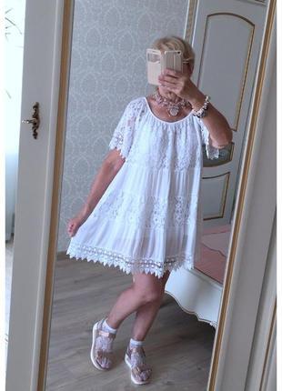 Свободное платье туника с кружевом италия белое