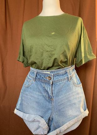 Зелёная футболка