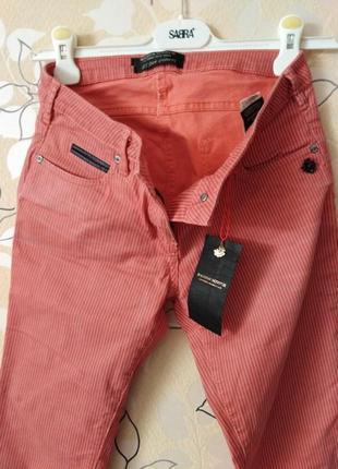 Очень красивые джинсы в мелкую полоску