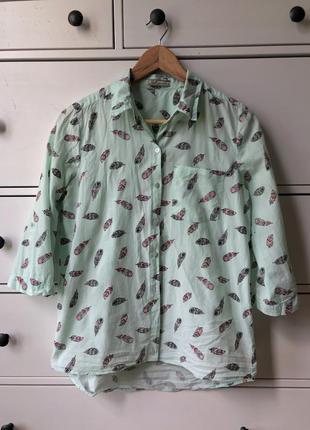 Рубашка яркая с принтом