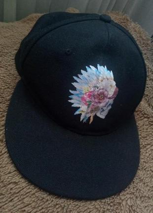 Клевая черная кепка